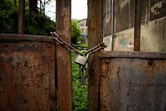 ni con cadenas color (MMSanz) Tags: cadena historias puertas abiertas