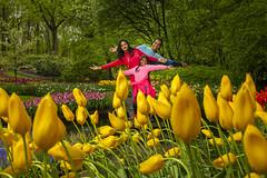 Happy Family & Tulips (♥siebe ©) Tags: 2018 holland keukenhof lisse nederland netherlands siebebaardafotografie thenetherlands bloemen dutch familie family flowers fotoshoot photoshoot portrait portret tulips wwwsiebebaardafotografienl tulip yellow geel tulp fun