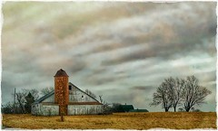 Country living.... (Sherrianne100) Tags: rural barnandsilo silo barn farm countryside warrensburgmo missouri