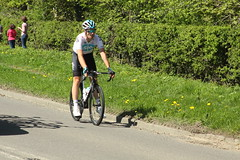 Slowing Down (Steve Dawson.) Tags: 43 jonathandibben teamsky cycling puncture tourdeyorkshire mens cycle race bikes uci tdy randgrange yorkshire england uk canoneos50d canon eos 50d ef28135mmf3556isusm ef28135mm f3556 is usm 5th may 2018 stage3 richmondtoscarborough