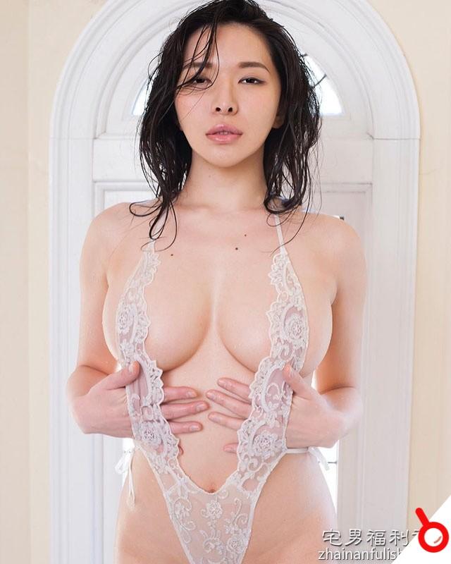 【日本寫真】性感巨乳姐姐大膽「極限露出」渾圓G奶!