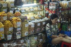Ho Chi Minh - Ben Thanh market (CATDvd) Tags: nikond70s cộnghòaxãhộichủnghĩaviệtnam repúblicasocialistadevietnam repúblicasocialistadelvietnam socialistrepublicofvietnam việtnam vietnam september2017 catdvd davidcomas httpwwwdavidcomasnet httpwwwflickrcomphotoscatdvd social market mercado mercat ciudadhochiminh ciutathochiminh hcmc hochiminh hochiminhcity sàigòn saigon thànhphốhồchíminh benthanhmarket bếnthànhmarket portrait retrat retrato