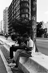 Água de coco | Asfalto (Beatriz_Roveri) Tags: canon rebel 2000 kodak tx trix 400iso bw black white pb sp retrato young youth coconut water minhocao brasil brazil sao paulo