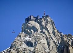 Arrival téléphérique l'Aiguille du Midi. (elsa11) Tags: aiguilledumidi chamonix hautesavoie auvergnerhonealpes alpes alpen alps montblancmassif montblancrange mountains montagnes france frankrijk téléphérique cablecar kabelbaan