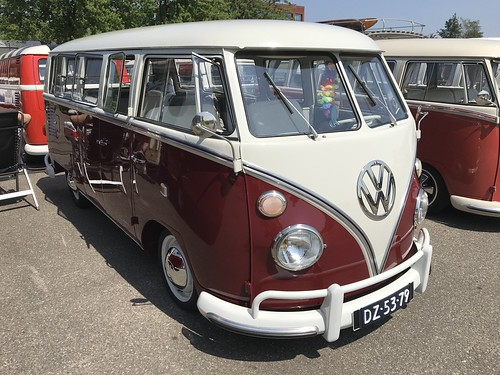 "DZ-53-79 Volkswagen Transporter Deluxe 13raams 1966 • <a style=""font-size:0.8em;"" href=""http://www.flickr.com/photos/33170035@N02/28365990798/"" target=""_blank"">View on Flickr</a>"