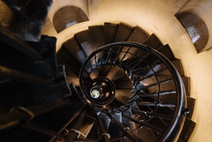 Spiral of the Monument (Thomas Listl) Tags: thomaslistl color stairs staircase circle handrail yellow themonument tower narrow spiral whirl vertigo london uk greatbritain architecture round swing ngc lowlight