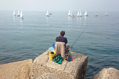 il pescatore (N I C K ....1 8 2 8) Tags: people porto pescatore sea sole sun sanbenedettodeltronto sony sonyz1cameraphone vela blu boat barca nick 1828