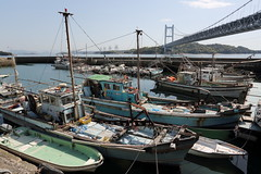 Fishing harbor under the bridge (Teruhide Tomori) Tags: 瀬戸大橋 瀬戸内海 下津井 田ノ浦漁港 倉敷 岡山 吊り橋 下津井瀬戸大橋 風景 漁港 漁船 日本 landscape japan japon okayama kurashiki tanoura fishingharbor fishingboat greatsetobridge shimotsuisetobrodge shimotsui setoinlandsea suspensionbridge