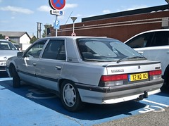1991 RENAULT R25 Ph2 Turbo D Courchevel (ClassicsOnTheStreet) Tags: 12kq82 renault r25 ph2 turbod courchevel 1991 renaultr25 turbodiesel diesel r25courchevel mk2 phaseii hatchback juchet gastonjuchet opron robertopron 90s 1990s classic classiccar klassieker veteran classico youngtimer gespot spotted carspot castelsarrasin routedemoissac parkeerplaats carpark hypermarchéleclerc france frankrijk fr 2017 straatfoto streetphoto streetview strassenszene straatbeeld classicsonthestreet