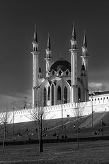 qol sharif (Sergey S Ponomarev) Tags: sergeyponomarev canon eos 70d ef70200mmf4lisusm landscape paysage paesaggio mosque muslim kazan tatarstan russia russie may 2018 maggio bw blackandwhite monochrome biancoenero city citta urban travel journey tourism сергейпономарев город казань татарстан россия мечеть кулшариф май туризм поездка