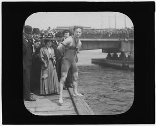 Houdini jumps from Harvard Bridge, Boston, Massachusetts (LOC)