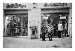 Macerata (april '18) (Pietro Bevilacqua) Tags: filmisnotdead filmphotography filmscan believeinfilm old women shop shopping streetphotography street life streetlife film darkroom fomapan 400 fomadon lqr italy macerata blackandwhite monochrome istillshootfilm shoot grain is good city