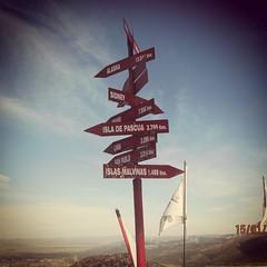 Ma que GPS ni GPS...el camino más corto entre A y B es una línea recta.... (gustavolefosse) Tags: fotografiandoelmundo fotografiando fotocallejera viajes travelphoto argentina bariloche