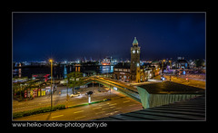 Stadtlichter / city lights (H. Roebke) Tags: 2018 night de architektur nightshot landungsbrücken cityview germany city red hafen canon1635mmf28lisiii rot canon5dmkiv stars sterne colour architecture harbour deutschland farbe lightroom nachtaufnahme