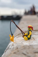 Crab fishing (Ballou34) Tags: 2018 7dmark2 7dmarkii 7d2 7dii afol ballou34 canon canon7dmarkii canon7dii eos eos7dmarkii eos7d2 eos7dii flickr lego legographer legography minifigures photography stuckinplastic toy toyphotography toys sète occitanie france fr stuck in plastic crab fishing fish water sea pirate