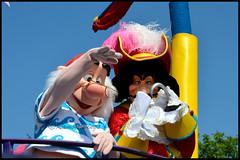 Captain Hook and Smee (ramonawings) Tags: smee hook captainhook captain capitaine capitainecrochet crochet team pirate teampirate jimmy oceau jimmyocean dlp disney disneyland disneylandparis paris france