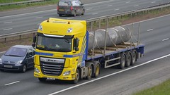 FN67 UVT (panmanstan) Tags: daf xf wagon truck lorry commercial flatbed freight transport haulage vehicle a1m fairburn yorkshire