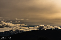 Monte pajariel (Javier Arcilla) Tags: monte pajariel ponferrada elbierzo leon castillayleon sombras rojos cielo nubes pentax pentaxk70 k70 sigma70300mm 70300mm paisaje naturaleza