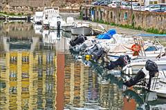 Si specchia la città (Fabio Pratali LI) Tags: livorno quartierevenezia riflessi barche fossi