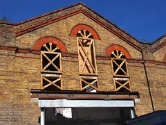 Conservation wood framing, Great Eastern Railway stables, 1888 - Quaker Street, Shoreditch, London E1 (edk7) Tags: olympusomdem5 edk7 2018 uk england london londone1 eastlondon londonboroughoftowerhamlets greateasternrailwaystables1888 silwexhouse quakerstreet shoreditch architecture building oldstructure wood framing city cityscape urban