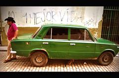 Mejor vida (Harry Szpilmann) Tags: lahabana people portrait classic vintage car lada lahavane streetphotography cuba