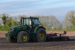 John Deere 7920 Tractor with a Simba Horsch Terrano 4 FX Cultivator (Shane Casey CK25) Tags: john deere 7920 tractor simba horsch terrano 4 fx cultivator jd green cobh traktor trekker traktori tracteur trator ciągnik sow sowing set setting drill drilling tillage till tilling plant planting crop crops cereal cereals county cork ireland irish farm farmer farming agri agriculture contractor field ground soil dirt earth dust work working horse power horsepower hp pull pulling machine machinery grow growing nikon d7200