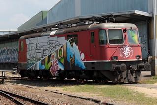 SBB Lokomotive Re 4/4 II 11175 ( Hersteller SLM Nr. 4737 - BBC MFO SAAS - Baujahr 1969 - Abbruch 2018 - Elektrolokomotive Triebfahrzeug Bo'Bo' ) beim Abbruch in Kaiseraugst im Kanton Aargau der Schweiz