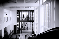 Walking on the Moon (Novowyr) Tags: paris musée dorsay france city people architecture interior stairways howimetyou meeting date encounter man woman silhouettes rectangles corridor hallway x rendezvous begegnung derersteblick fate schicksal byaccident