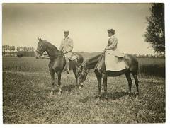 - (Kaïopai°) Tags: horse pferd chevalle reiter reiten riding rider vintage field feld landscape strohhut dame kleid herr anzug 1920s 1920er