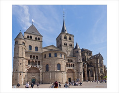 Im Vorübergehen ... (dolorix) Tags: dolorix germany trier dom cathedral westansicht