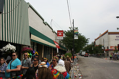 When The Parade Is Over (Flint Foto Factory) Tags: chicago illinois urban city summer june 2015 north uptown broadway annual lgbtq lgbt lesbian gay bisexual trans queer pride parade street scenes rainbow belleplaine buenapark people sign montrose intersection michaels pizzeria tavern 4091 nbroadway store front statefarm insurance agency jennytola signage