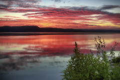 Ciel de feu (gaudreaultnormand) Tags: canada leverdesoleil longexposure longueexposition quebec saguenay sunrise calme bois arbre eau ciel nuage