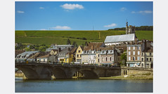 Joigny (afantelin) Tags: yonne bourgogne burgundy pont ville vignoble maisons rivière églisesaintthibault toits fenêtre