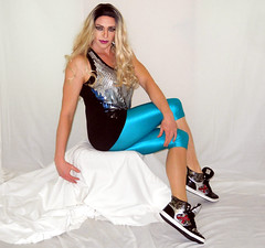 Showing off my lycra (queen.catch) Tags: transgender transvestite dragqueen shinylycra leggings capri sneakers nylons wig sissy crossdresser legs strikeapose youtuber catchqueen