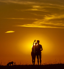 Sunset Selfie (gopper) Tags: selfie couple ngc flickr fflickr swindon wiltshire barbury golden dog sihouette red sky sun setting barburycastle amazing light scenic scenery shadow nikon d600 fx