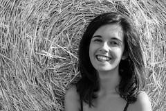 Marci (micheloverier) Tags: girl ragazza italiana donna bruna verano estate summer rojo vida libertad sonrisas sol sole sun sunny bianco nero white black blanco negro