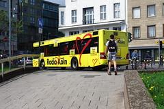 missed (ralfdaenicke) Tags: street strase köln cologne nrw deutschland nordrheinwestfalen germany people bus city stadt gelb yellow menschen pentax k3 transport transportation öpnv nahverkehr