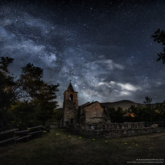 lucciole per lanterne - fireflies for lanterns (antoniopedroni photo) Tags: milkyway lucciole fireflies vialattea stelle stars night summer clouds starrynight church chiesa
