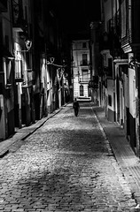 Solitaria (Ricardo Pallejá) Tags: street calle blancoynegro bw people gente new texturas 2018 bn nikon d3200 night noche nocturna nightshoots