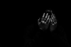 Foto-Arô Ribeiro-0499 (Arô Ribeiro) Tags: pho blackwhitephotos photography laphotographie pb bnw blackandwhite blackandwhiteportrait pretoebranco brazil sãopaulo arôribeirofotógrafo gruposobrevento arte fineart nikond40x nikond7000 thebestofnikon nikon candidportrait portrait