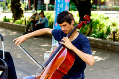 Cello Player in Ueno Park, Tokyo : チェロ弾き(上野公園) (Dakiny) Tags: 2018 summer july japan tokyo taito ueno outdoor nature park uenopark city street people performer musician player cello portrait nikon d750 sigma apo 70200mm f28 ex hsm apo70200mmf28dexhsm sigmaapo70200mmf28dexhsm nikonclubit