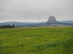 First Viewpoint, Devils Tower National Monument, Wyoming (netbros) Tags: devilstowernationalmonument wyoming devilstower lowclouds highway14 netbros internetbrothers