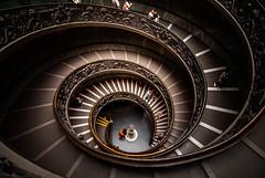 • Scala • (LauLópez) Tags: roma rome museum museo vaticani vatican vaticano italy italia colours lights luces colores people gente europa europe nikon museivaticani