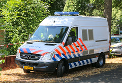 Dutch police Mercedes Sprinter (Forensic Research) (Dutch emergency photos) Tags: politie police polizei politi polis polisie polisi policia polisia policie polici politiebus bus policevan van voertuig politievoertuig policevehicle vehicle 112 999 911 emergency mercedes sprinter benz vista fedsig federal signal lightbar lichtbalk balk licht light bar nederland nederlands nederlandse netherlands netherland dutch fo forensische forensic research opsporing landelijke eenheid le vf295f
