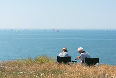 One way to watch the race (Simon Downham) Tags: yacht yachts race isle wight sea summer july 2018 relax serene tranquil serenity tranquility cliff top