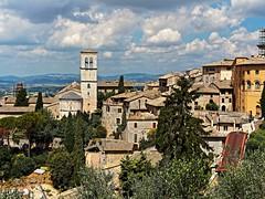 Assisi (kopiecmarcin) Tags: sisi travel history italy europe building summer green clouds blue umbria olympus omd gras baum landstrase himmel gebäude ruinen