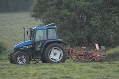 New Holland TS110 Tractor with a Lely Stabilo Tedder (Shane Casey CK25) Tags: new holland ts110 tractor lely stabilo tedder cnh nh blue rathcormac hay hay2018 hay18 traktor traktori trekker tracteur trator ciągnik grass grass18 grass2018 winter feed fodder county cork ireland irish farm farmer farming agri agriculture contractor field ground soil earth cows cattle work working horse power horsepower hp pull pulling cut cutting crop lifting machine machinery nikon d7200