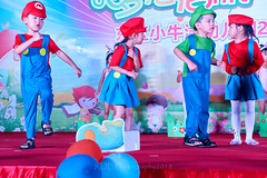 Happy Day Kindergarten Graduation 252 (C & R Driver-Burgess) Tags: stage platform ceremony parent mother father teacher child kids boy girl preschooler small little young pretty pink bunny mario luigi overallssing dance celebrate dress skirt red white blue bowtie 台 爸爸 妈妈 父亲 母亲 父母 儿子 女儿 孩子 幼儿 粉红色的 衬衫 短裤 篮球 跳舞 唱歌 漂亮 帅 好看 小 people gauzy compere 打篮球 短裤子 黑 红 tamronspaf2875mmf28xrdildasphericalif 6 5 4 yrsold text writing sign balloons ballet tights group lean reach 同学 班 tutu 兔子