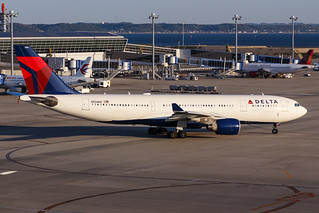 DELTA A330-200 N856NW 001