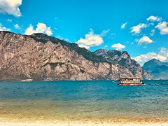 Banana Joe Beach Bar (#THMS) Tags: italy italien italia gardasee lagodigarda lago di garda summer sun beach sonne strand meer berge mountains